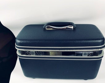 Vintage Samsonite Silhouette Navy Blue Train Case with tray, Mirror, and key!