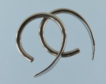12 gauge niobium earrings: Apostrophe