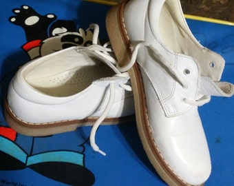 Adorable little boy or girl,  quality white all leather shoes, made in Italy, size 7-8