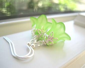 Lucite Flower Earrings - Lucite Flower Jewelry - Light Green Earrings - Garden Jewelry - Spring Jewelry - Green Jewelry - Summer Earrings