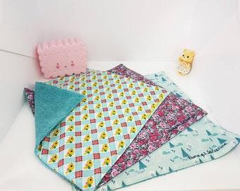 Serviette de table zéro déchet, serviette de cantine doublée. Serviette enfant en éponge et coton fantaisie, au choix. Bleu