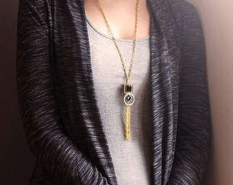 Necklace geometric gold with black pearls