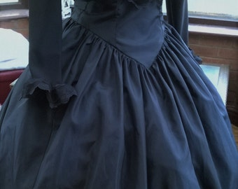 Queen victoria custom made any color victorian style gown historical steampunk gothic boned bodice frilled full skirt victorian ballgown