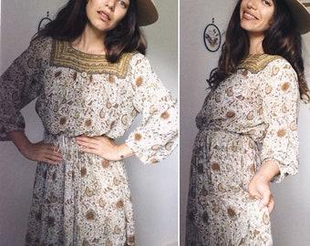 Vintage 70s // CINNAMON GIRL Bohemian Indian Cottom GAUZE Olive Paisley Mididress // Gold Stamped Folk Hippie Festival Dress // Size S