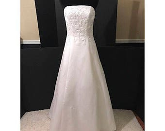 Vintage Strapless Wedding Gown