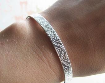 Semi open engraving etched geometric Aztec silver bracelet 925/1000
