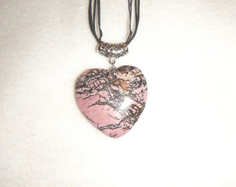 Heart-shaped Black and Pink Rhodonite pendant (JO494)