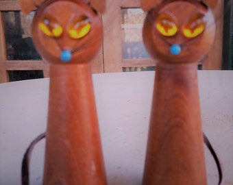 Vintage wood Siamese kitty cat salt and pepper shakers