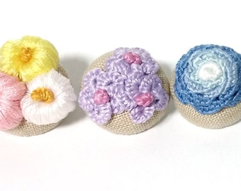 """Set of 3 Stump Work Embroidery Fabric covered buttons, Lapel Pin Brooch, Magnet 25mm 1"""""""