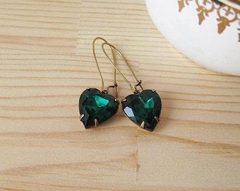 Emerald Green Heart Rhinestone Earrings - Elegant Vintage Glass Jewel Dangle Earrings - Antique Brass - Kidney ear wires