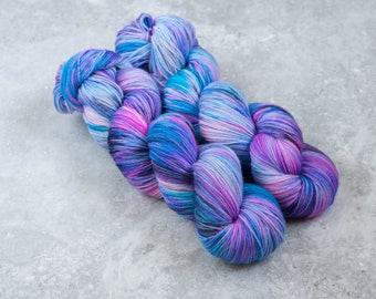 Chickadoodle - hand dyed sock yarn