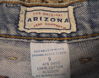 Vintage Arizona High Waisted Light Wash Short - Size 9