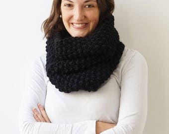 Scarf BELLA in Black | Infinity Scarf | Chunky Knit