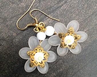 Handcrafted jewelry, dangle earrings, dangling earrings, Flower Earrings, handmade beaded jewelry, white earrings, white flower earrings