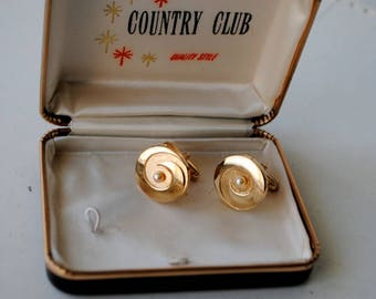 Mod vintage 50s goltone, combine metal, swirl design cufflinks with a tiny pearl . Made by Country Club.