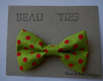 Holiday Christmas Baby Boy Toddler clip-on bow tie Plaid