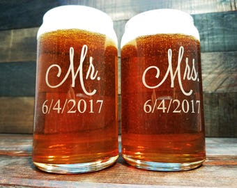 Mr. and Mrs. Beer Glasses Personalized / Beer Can Glass / Custom Wedding Glassware / Etched Wedding Glasses / Gift for the Couple - Set of 2