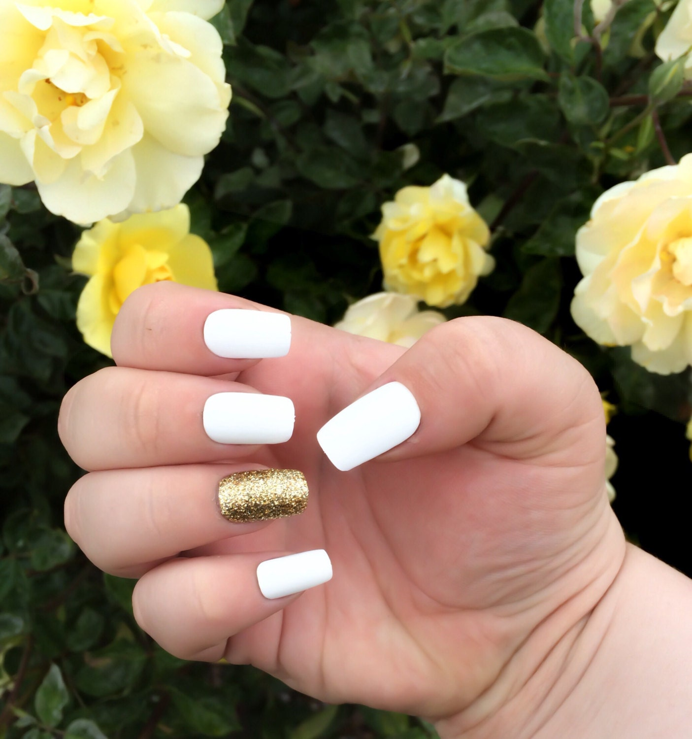 Matte Fake Nail Set, White False Nails, Glitter Acrylic Nails, Gold ...