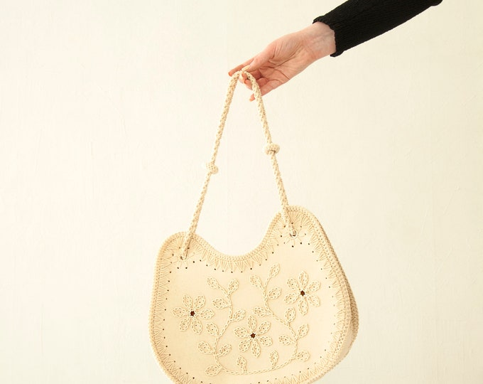 Vintage white floral purse, ivory embroidered shoulder bag, flowers linen canvas macrame 1960s 1970s boho retro cat Hello Kitty shape