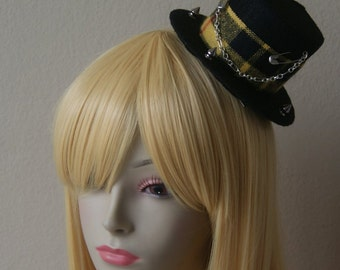 Black and Yellow Plaid Top Hat w/ Spikes Chain and Safety Pins Visual Kei Punk Gothic Rocker Jrock Style Cosplay Japanese Fashion Accessory