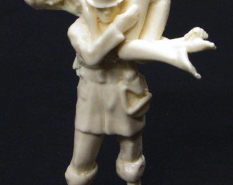 1:25 G scale model resin firefighter Fireman's Carry rescued female figure