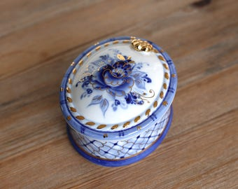 Beautiful Trinket Box - Roses and Net - Gzhel