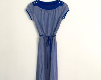 1980s nautical pinstriped, seersucker, pincord boatneck, soft cozy casual shift dress, day dress, cap sleeve dress