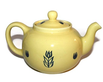 Cronin Pottery Yellow Tulip Teapot with Lid, 1950s