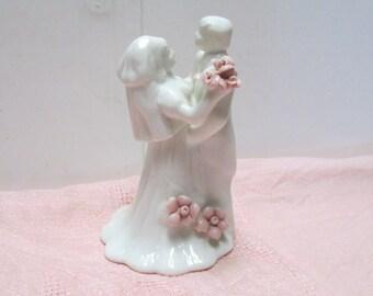 Wedding Cake Topper Bride Groom China Vintage Porcelain Figurine Pink Floral Figure Reception Bridal Shower Decoration Keepsake Cake Toppers