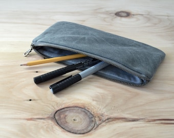 Waxed Canvas Zipper Pouch in Gray