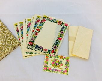 70's Vintage Floral Stationery Set New Old Stock Paper Flower Vtg Paper Envelopes Lilac Hedges Decorated Parchment Sheets Matching Envelopes