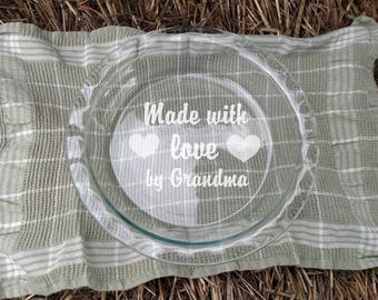 """Personalized Etched Made with love by  - 9.5"""" Deep Dish Pyrex Pie Plate - Custom Gift - Baker's Present - Mother's Day - Valentine's Day"""