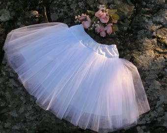 Tulle petticoat in white. Underskirt for girls. Pettiskirt in tulle toddler. Tulle petticoat for a fuller dress. Girls tulle skirt.