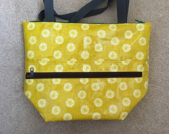 Gold Parasol Lunch Bag, Yellow Pinwheel Oilcloth,  Insulated Tote Bag, Large Picnic Bag, Waterproof Lunch Tote, Reusable Thermos Bag