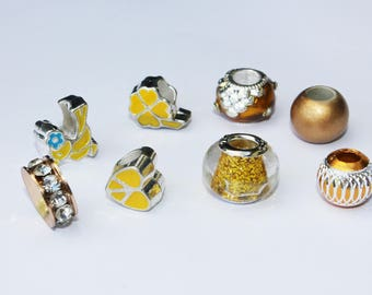 Set of 8 assorted beads - gold