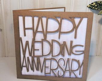 Heureux mariage carte de voeux anniversaire, découpé au laser, rustique