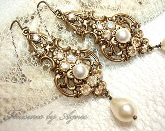 Crystal Bridal earrings, Wedding jewelry, Pearl Wedding earrings, Vintage style earrings, Swarovski crystal Earrings, Antique gold earrings
