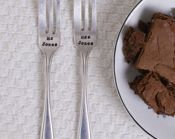 Personalised Silver Plated Vintage Wedding Cake Fork Set - Hand stamped - Customised Wedding Cutlery - Personalised Bride  - Mr & Mrs Gift
