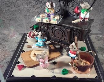 Handmade Hallmark Tiny Baking Mice Ornament Set in Acrylic Display Cube Diorama #2