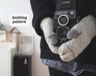 Simple Mittens Knitting Pattern, made with Two Colors, Minimal Fashion, Knit Pattern