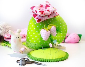 Tilda snail Strawberry pincushion Sewing gift Quilting pincushion Sewing accessory Garden snail Needle pincushion Snail gift Gift for sewer