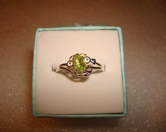 Unique Style Oval Cut Green Peridot 925 Sterling Silver Solitaire Ring Size 7 3/4