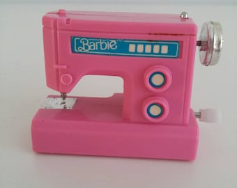 Working vintage miniature sewing machine mattel dolls house piece of furniture