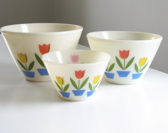 Vintage Fire King Tulip Pattern Splash Proof Mixing Bowls, Set of 3 / Mid Century Retro 1950s 1960s kitchen decor dishware baking cookware