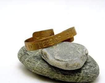 Je Suis Ne Libre - Two Finger Ring Stamped with the French Phrase Je Suis Ne Libre - Copper