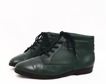 90's FOREST GREEN ankle boots // leather lace up booties // by Danexx size 7.5 - 7 1/2