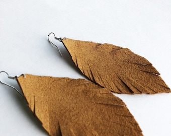 Cute mustard tan feather earrings, magenta earrings, simple earrings, statement earrings, leather earrings, leather feathers