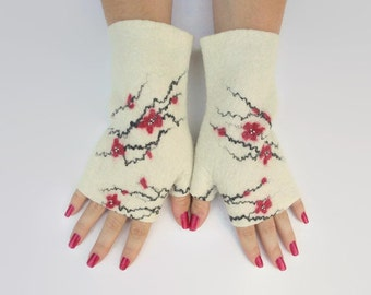 Felted white fingerless gloves, red flowers, hand warmers, fingerless mittens, wrist warmers, winter fall spring gloves, gift for her