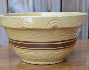 Vintage RRP Roseville Ohio 9 inch Yellow Ware Mixing Bowl