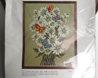 Vintage Daisy Splendor Wonderart Creative Needlecrafts Stitchery Unopened Kit